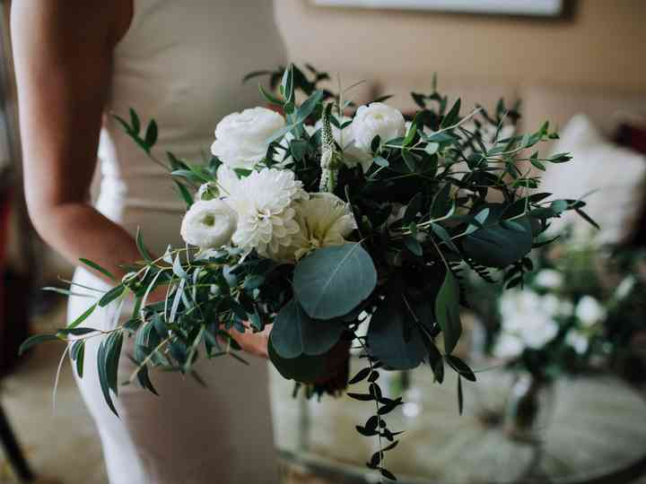 How to Find a Wedding Florist